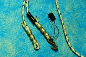 Стальной каленный крючок и и резиновый фиксатор крючка в форме трубки для профилактора Евминова - обязательно использовать. Служит для страховки от падения во время занятий.